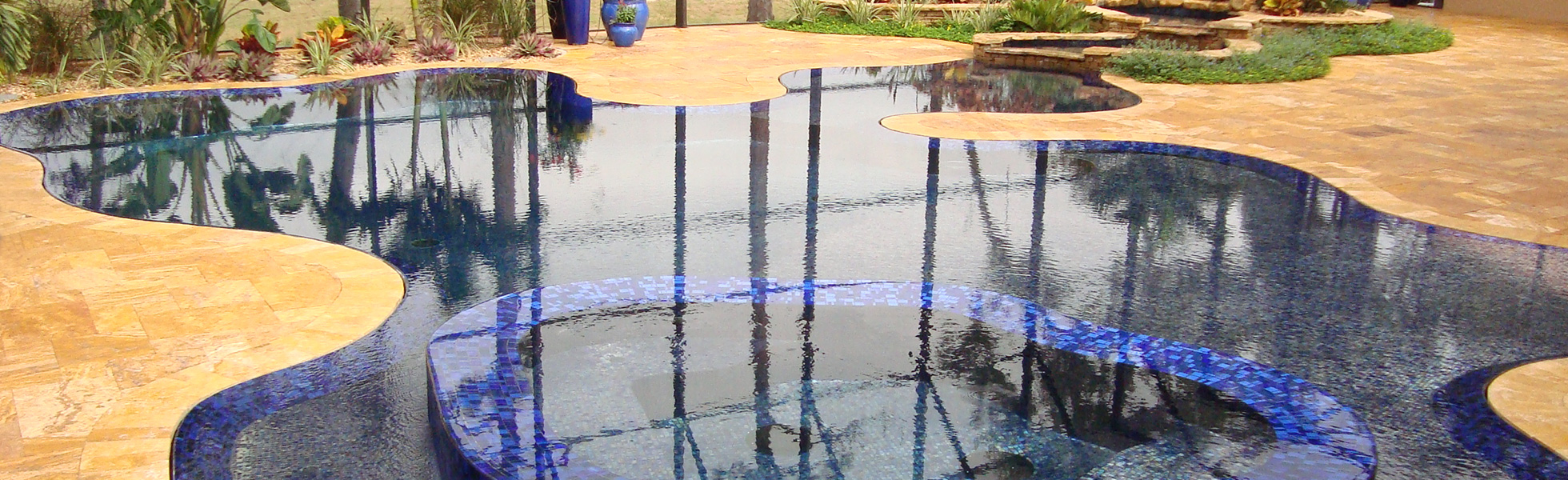 Custom Overflow Perimeter Swimming Pool by Paradise Pools by Design in Orlando, FL